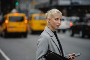 6 aplicativos essenciais para mulheres ocupadas (Foto de Sora Shimazaki no Pexels)